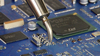 Die gebogene Düse bewährt sich besonders bei Arbeiten unter dem Mikroskop